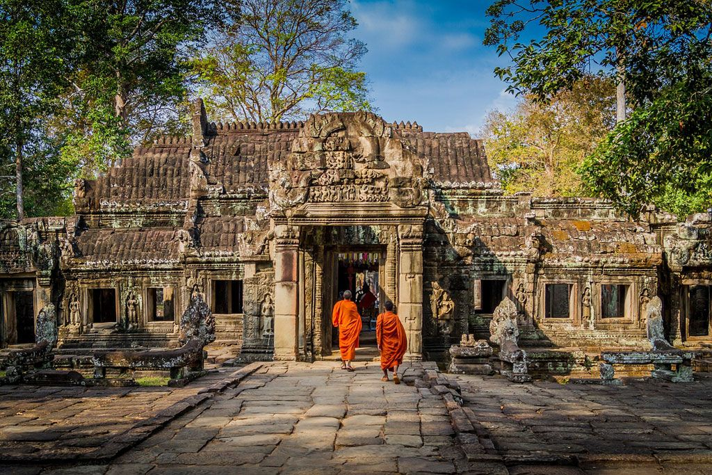 Budist monks at a Cambodian temple