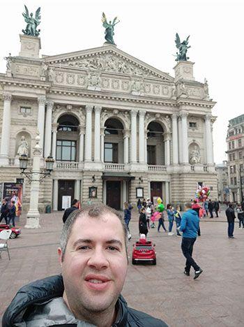 ozgur tore lviv selfie